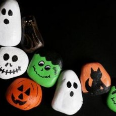 Halloween Painted Rock Design