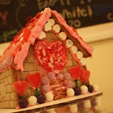 Valentine'€™s Love Shacks Class (Ages 2-10 Family)