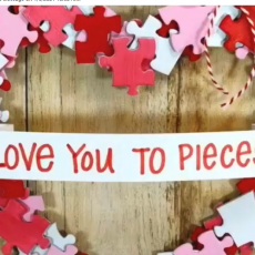 Puzzle Piece Picture Frame / Wreath
