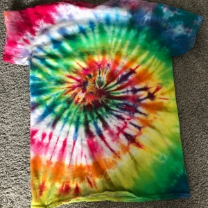 Tie-dying class