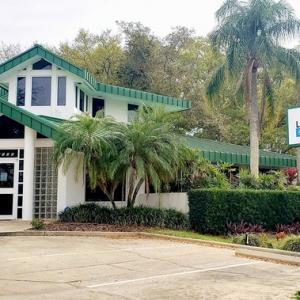 Largo Dental and Implant Center